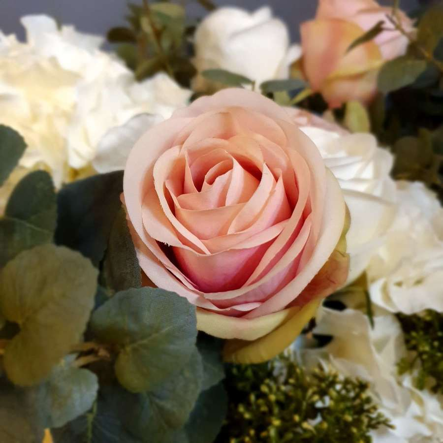 Real Look Soft Pink Rose